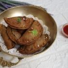 Spinach and Paneer Gujiya/Sprouted Sathumaavu Gujiya