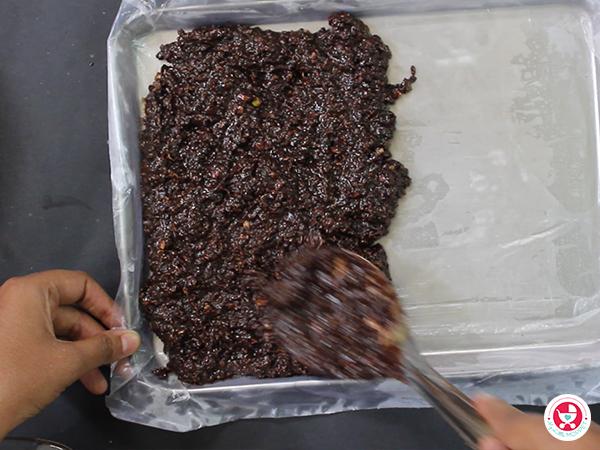 NO BAKE Chocolate Granola Bar