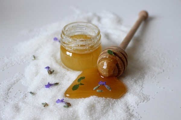 You've come across different types of honey, but Why is Raw Honey better than Regular Honey? Let's find out all about raw honey in this post.v